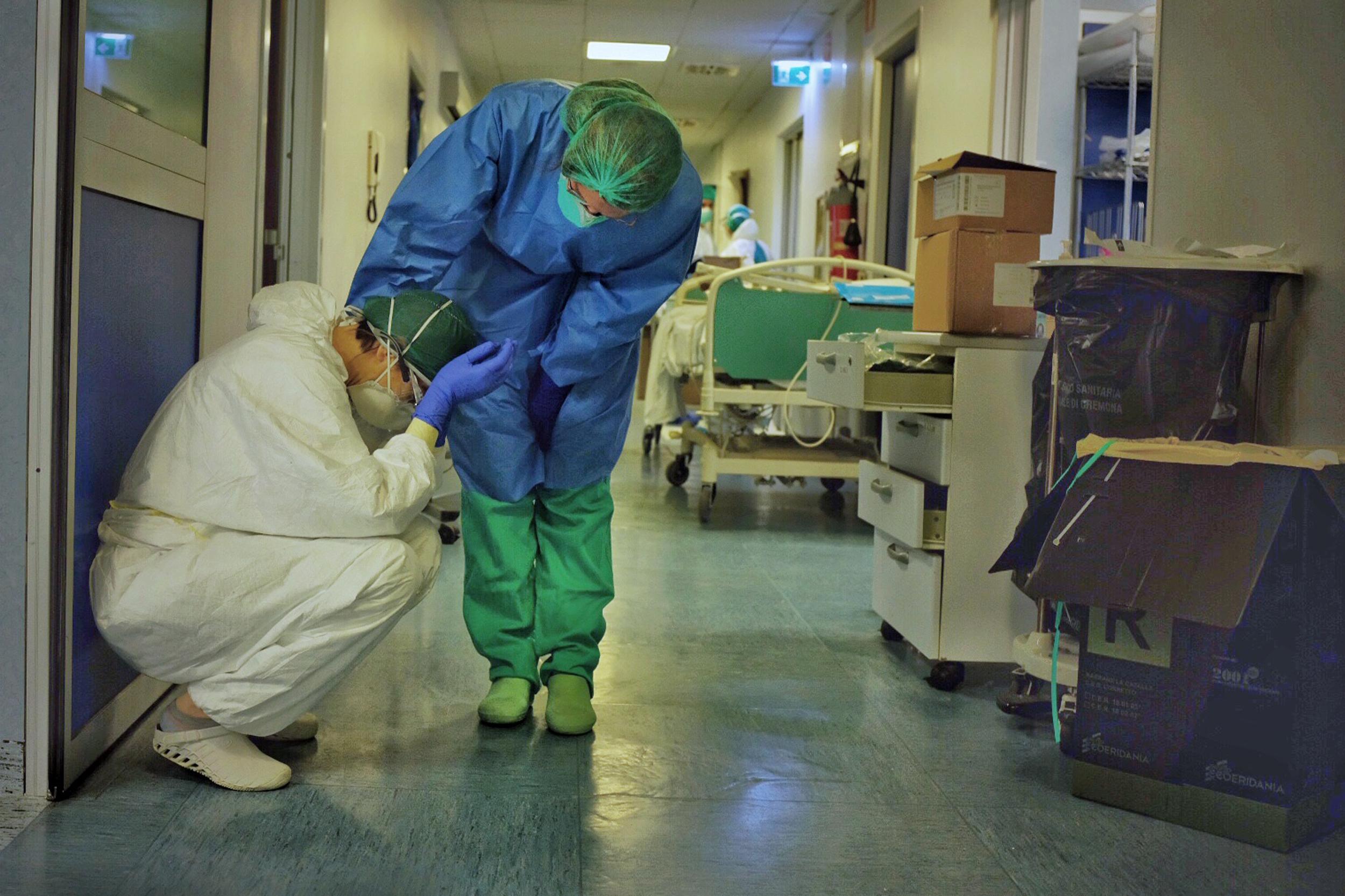 Rapor: Pandemi döneminde sağlık çalışanlarının durumu | Açık Radyo 95.0