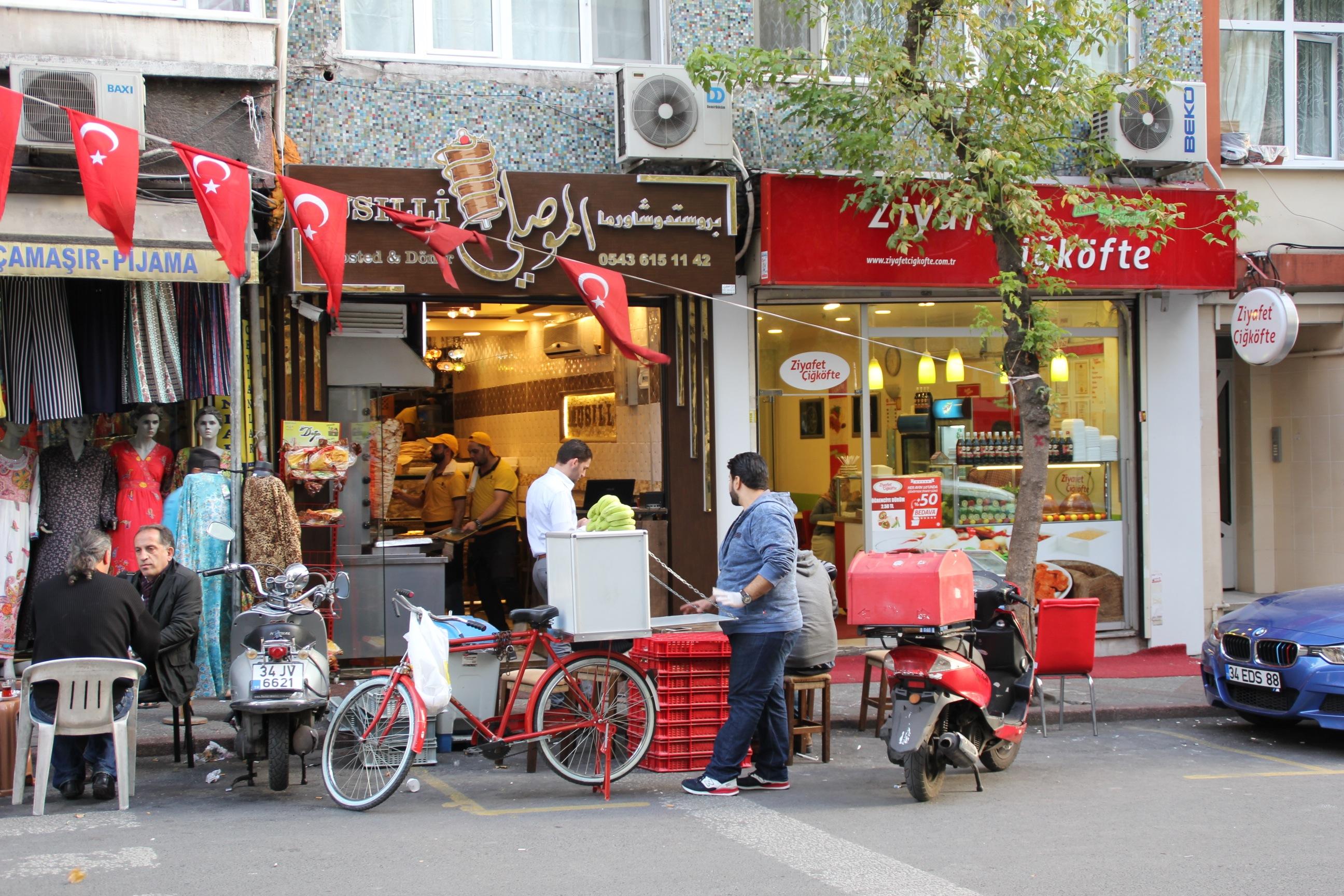 Ezgi Tuncer'in kadrajından Istanbul'da bir falafel dükkanı.